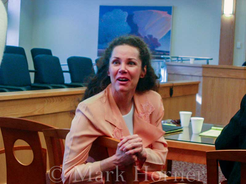 Linda Henning trial 100102 06